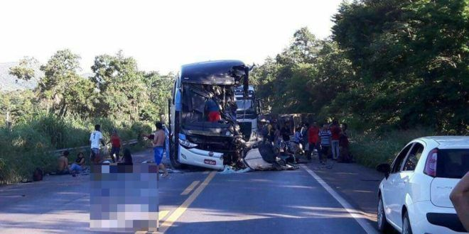 Grave acidente entre ônibus e carreta deixa pelo menos 50 feridos na BR-020