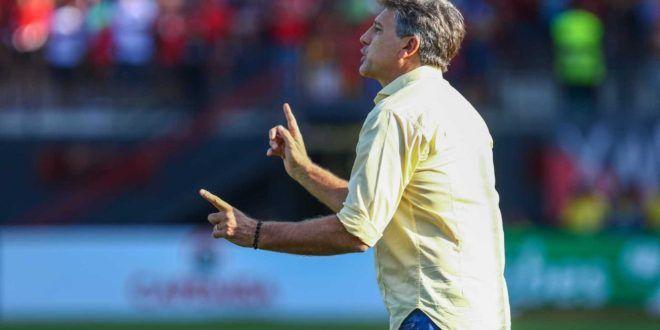 Renato Gaúcho agradece convite do Flamengo e diz que fica no Grêmio