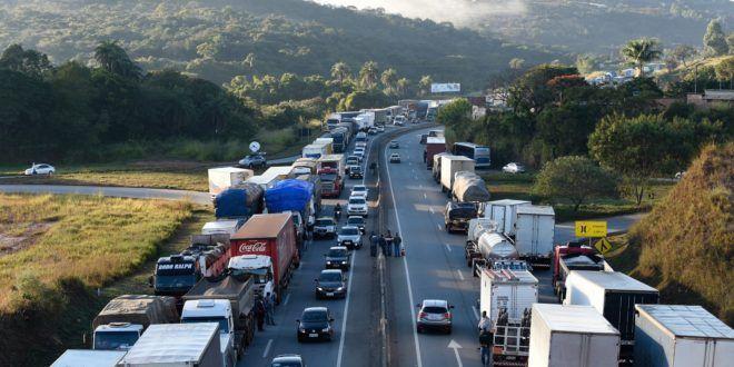 Caminhoneiros devem liberar rodovias sob pena de multa diária de R$ 50 mil