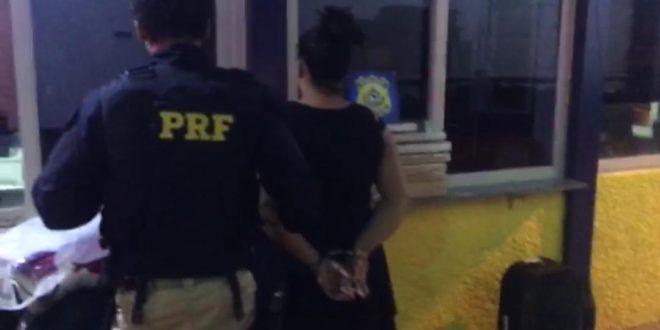 ESPOSA DE PRESIDIÁRIO É DETIDA POR TRÁFICO DE DROGAS NA BR 153 EM URUAÇU