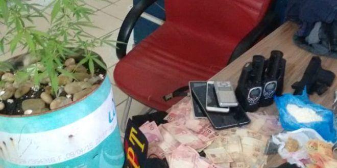 Uruaçu – GPT/COD prende três pessoas e apreende drogas, arma e dinheiro