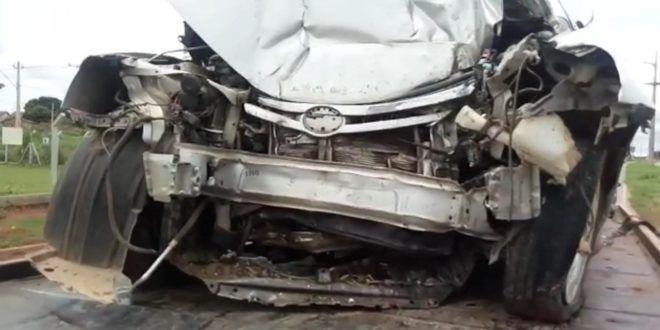 Condutor morre ao bater em poste no Anel Viário em Goiânia